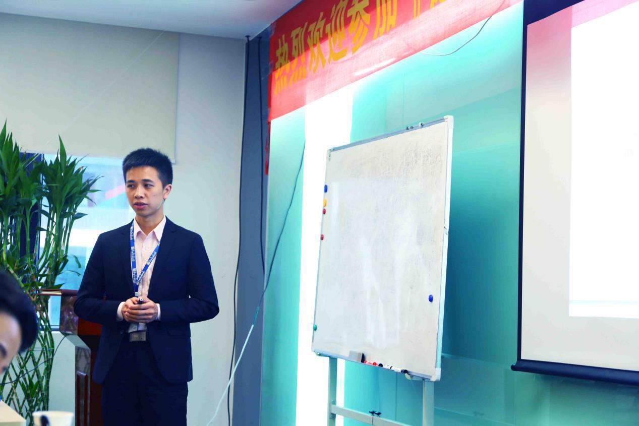 技术经理邝文华老师讲授售后技术支持